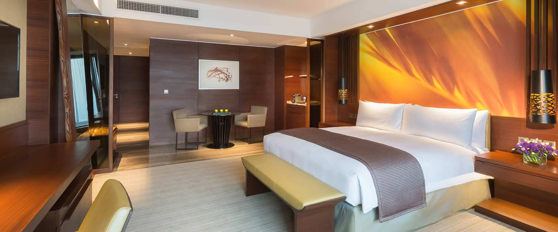 Rooms suites marco polo ortigas manila for Business hotel design
