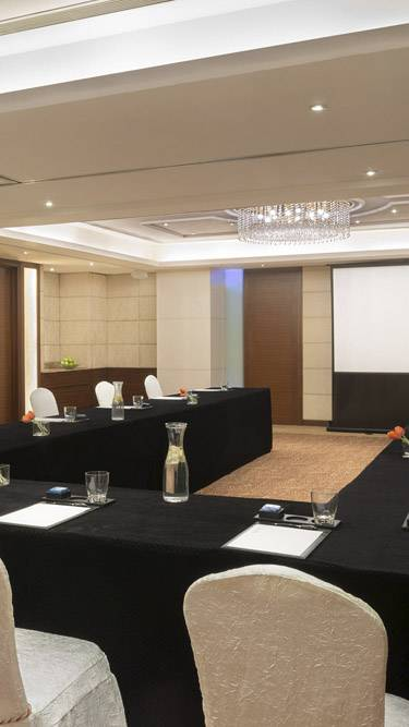 marco-polo-prn-xiamen-suites_meeting_mobile-banner-375x667.jpg